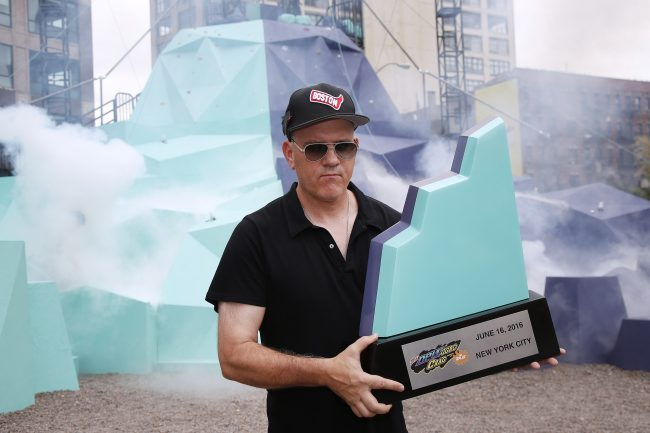 """Original host of the classic 90s game show GUTS Mike O'Malley shows off the winning """"piece of the Crag"""" at the MTN DEW DEWggro Crag Powered by The Splat event, Thursday, June 16, 2016 in New York, as part of MTN DEW's DEWcision campaign. Visit DEWcision.com for more information. (Jason DeCrow/AP Images for MTN DEW)"""